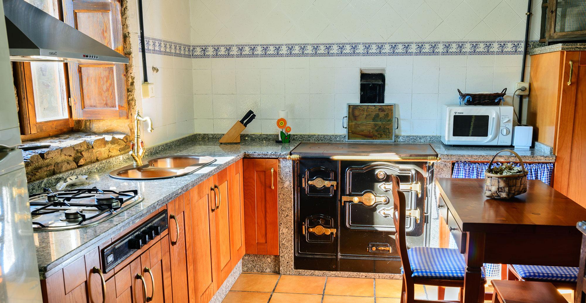 casa-rural-leon-romantica-parejas-cocina-ok